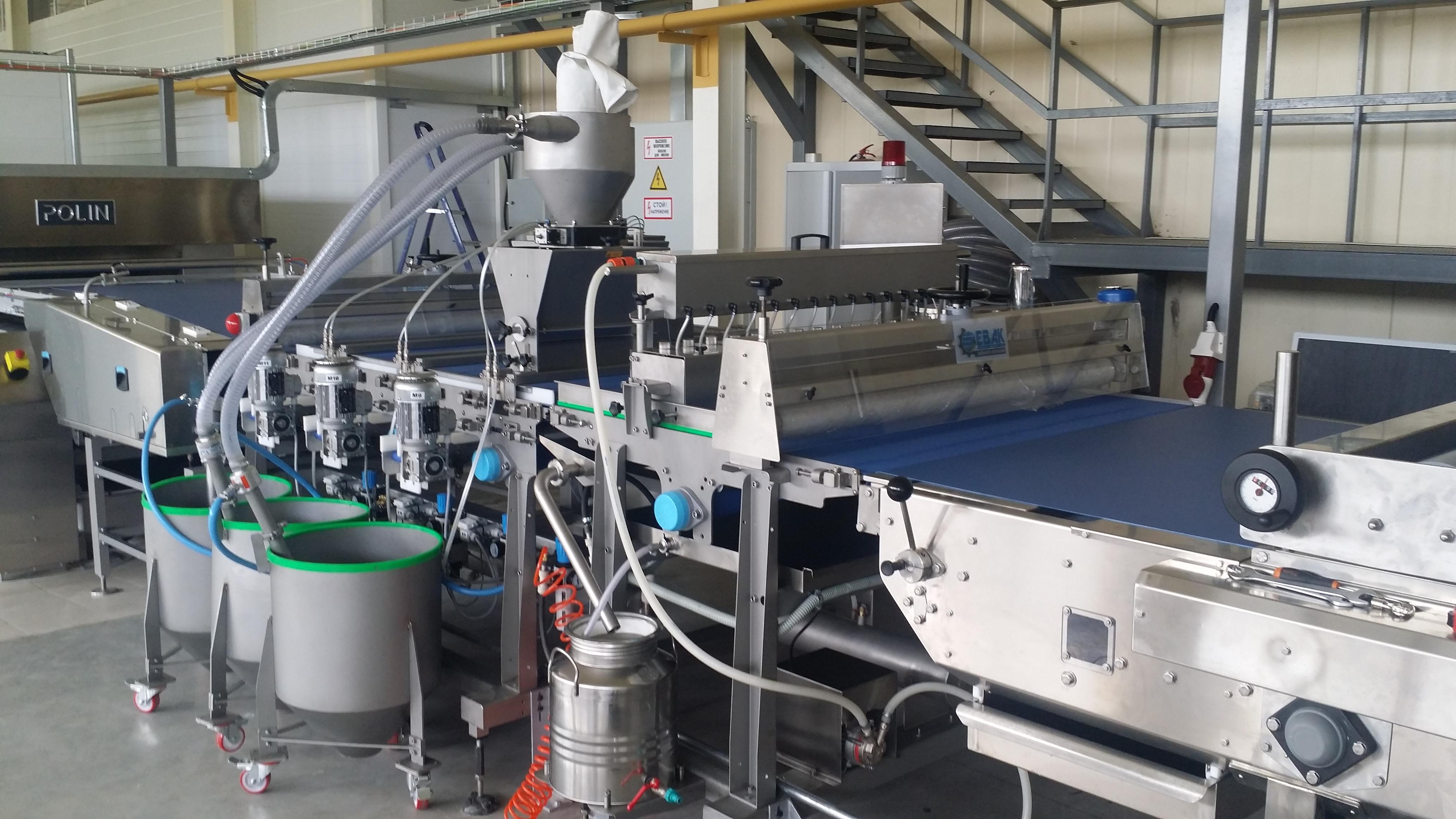 Автоматическая машина с  электронным управлением для осыпки кунжутом и прочими семенами.